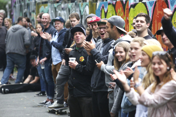 Crowd beim Barrel-Jump