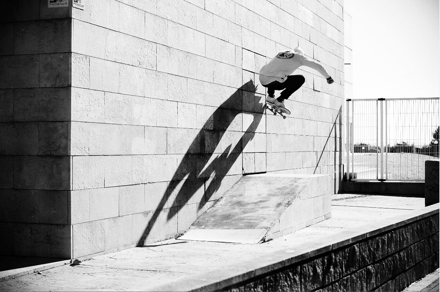 Kai Hillebrand - Wallride Nollie Out