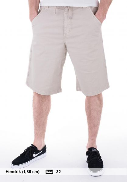 TITUS-Chinoshorts-Tom-khaki-summer-sale.jpg